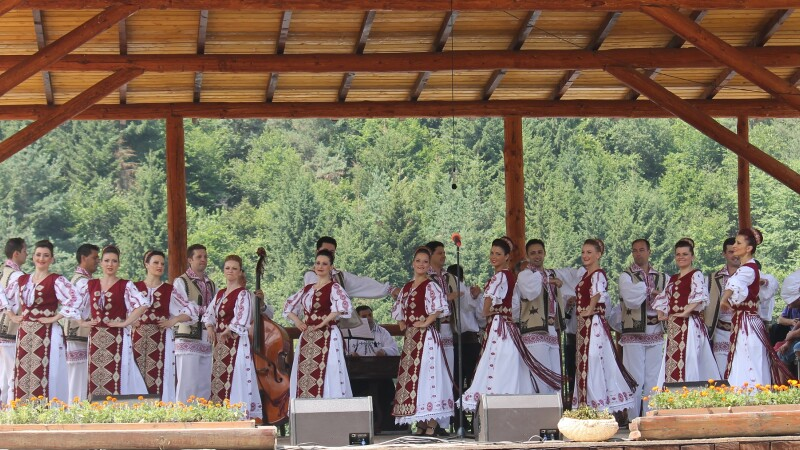 Cantecele si jocurile populare din Ardeal vor face atmosfera Serbia