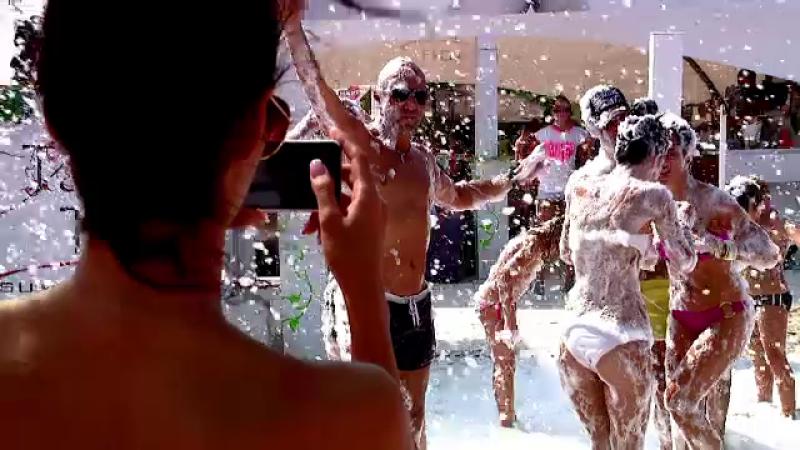 150.000 de turisti sarbatoresc pe plaja si in cluburi ultimul weekend de vara. LIVE de la Mamaia