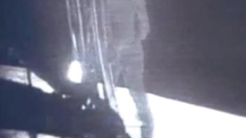 Neil Armstrong paseste pe Luna