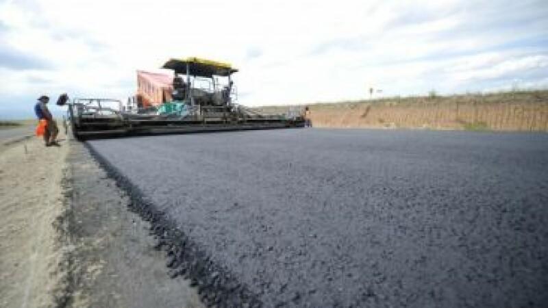 Se intampla in Romania. Autostrada unde un kilometru construit costa cat un mall
