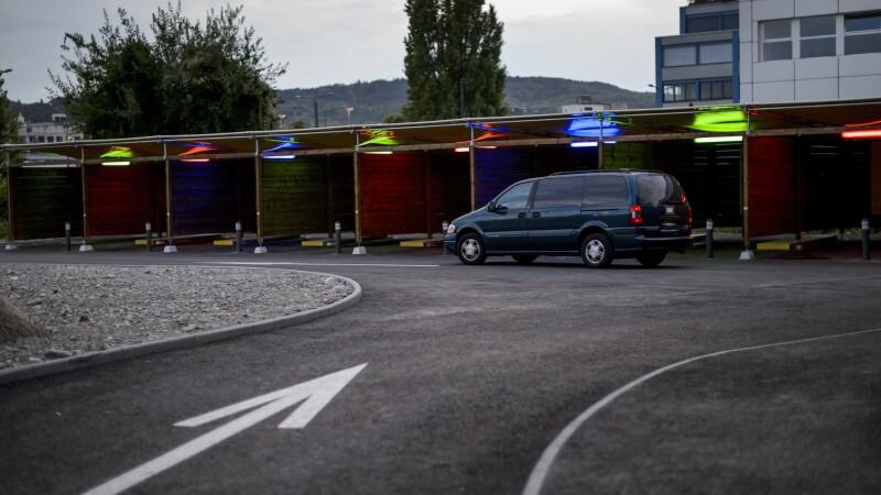 Primele imagini din bordelul drive-in din Zurich. Autoritatile spre sa rezolve problema prostitutiei