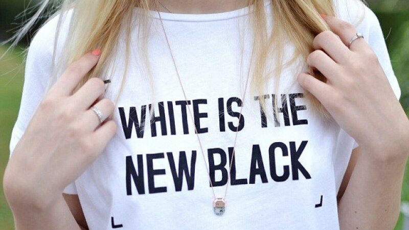 Mesajul de pe tricouri a starnit revolta in mediul online. Ce au crezut oamenii despre el