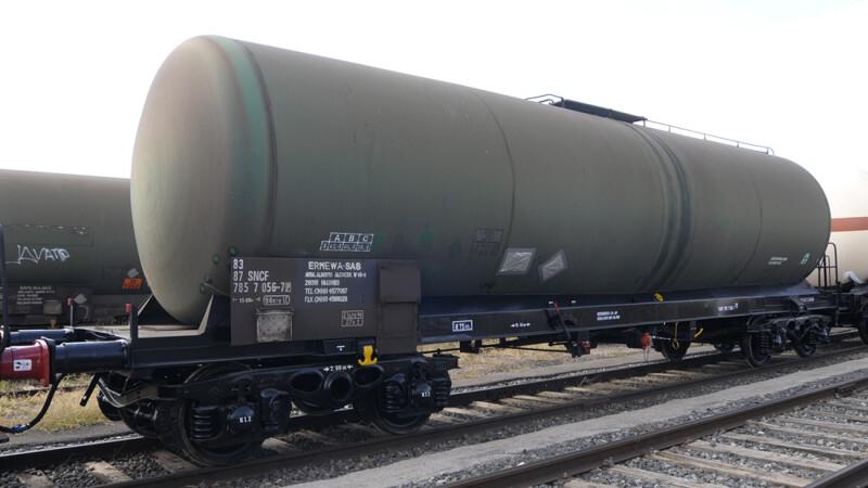 Un vagon al unui tren incarcat cu motorina a deraiat in Harghita. ISU: Nu exista pericol de explozie