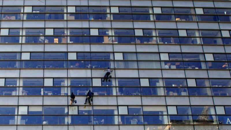 De ce ingheata femeile in cladirile de birouri