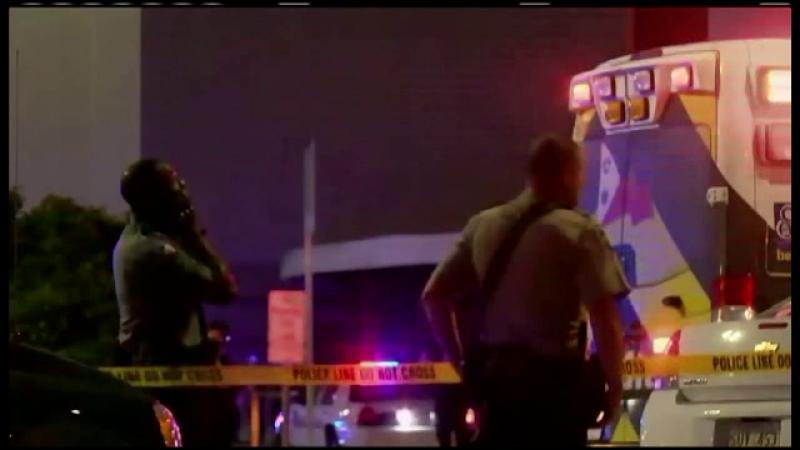 2 morti si 9 raniti intr-un cinematograf din SUA. Un barbat a atacat spectatorii cu toporul, apoi s-a sinucis