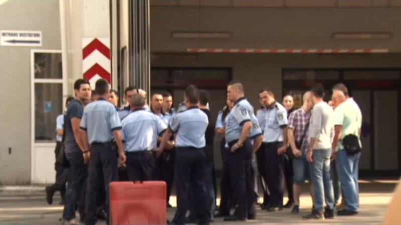 protest al politistilor in fata spitalului Floreasca