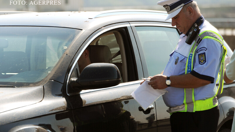 politist de la Rutiera care da o amenda