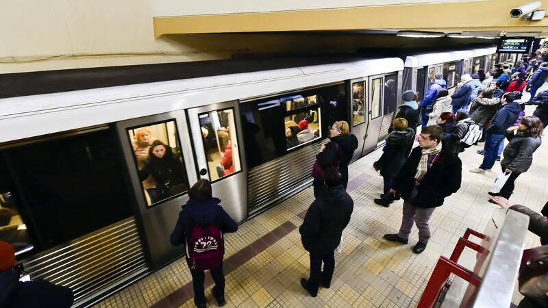 Toti studentii din Romania ar putea circula gratuit cu metroul. Sistemul prin care vor primi bilete gratis de la CFR