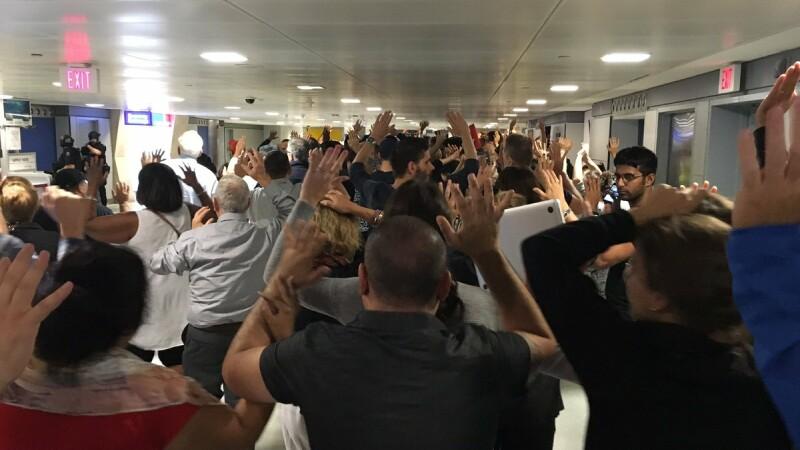 Panica, evacuari si intarzieri pe Aeroportul International JFK din New York. Alarma s-a dat in urma unor informatii false