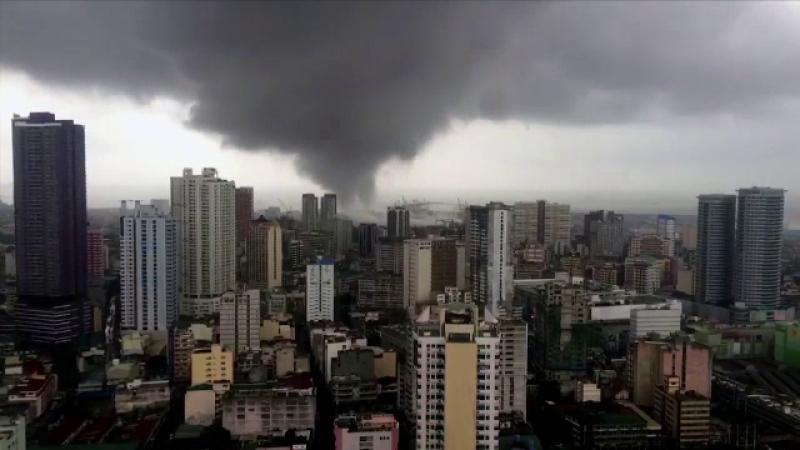 Tornada spectaculoasa surprinsa de la etajul 39. Locul in care fenomenele meteo extreme au facut ravagii in orase