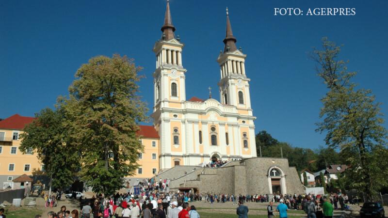 Basilica papala 'Maica Harurilor' din interiorul Manastirii franciscane Maria-Radna, din orasul Lipova, judetul Arad