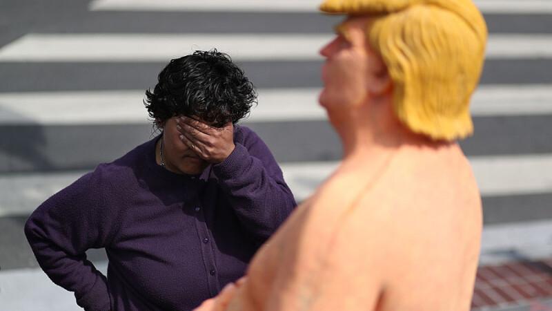 O statuie reprezentandu-l pe Donald Trump dezbracat a fost instalata de activisti in Union Square din New York, ca protest fata de candidatul republican