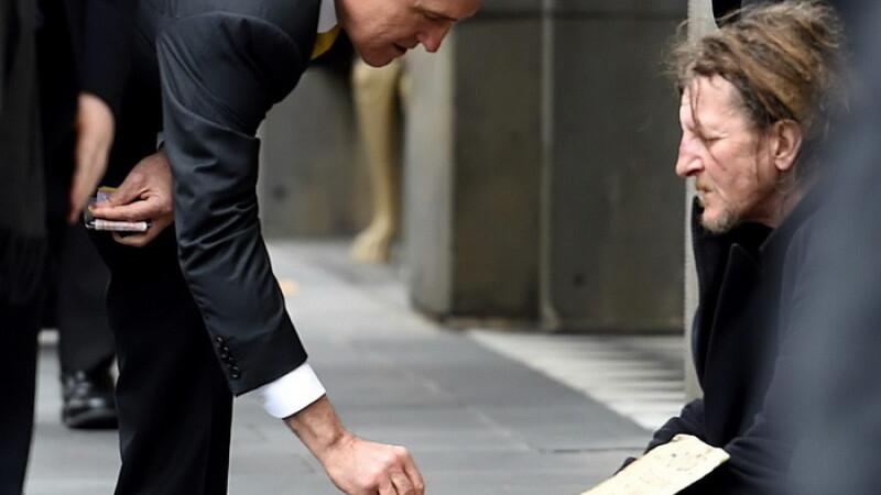 Nicio fapta buna nu ramane nepedepsita. Ce a urmat dupa ce premierul australian a oferit 5 dolari unui cersetor fara adapost