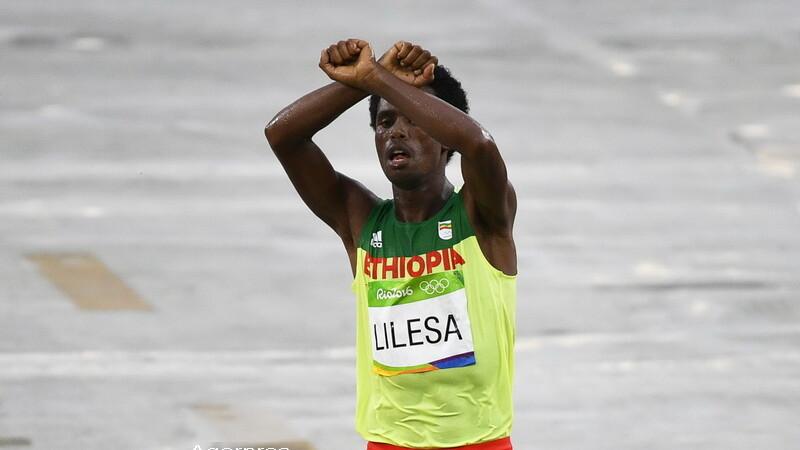 Medaliatul cu argint la maraton la JO risca sa fie ucis la intoarcerea in tara. Gestul facut dupa ce a trecut linia de sosire