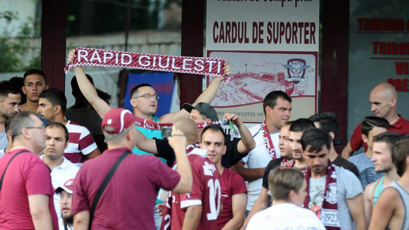 Aproximativ 400 de suporteri au protestat in fata Stadionului Giulesti-Valentin Stanescu impotriva actionarului majoritar al clubului de fotbal Rapid Bucuresti, Valerii Moraru