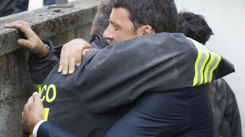 Cutremur in Italia: 159 de morti si sute de raniti. Armata a fost mobilizata pentru a ajuta persoanele afectate de seism