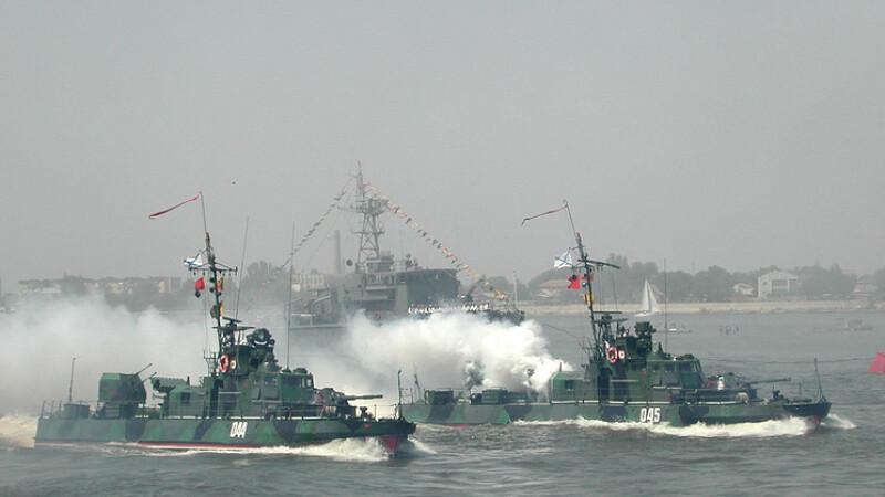 Peste 25 de nave militare rusesti participa la ample manevre militare in Marea Neagra si Marea Caspica, la ordinul lui Putin