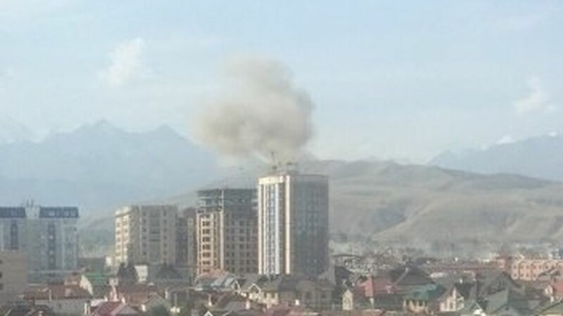 Explozie la ambasada Chinei din Kargazstan. Persoana kamikaze a murit, iar mai multi agenti de paza au fost raniti