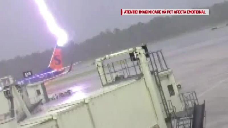 Avion lovit de fulger