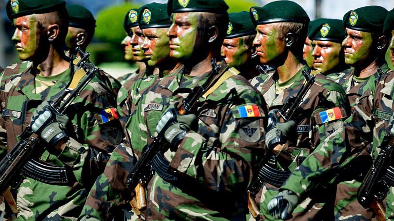 militari moldoveni la parada de Ziua Naţională