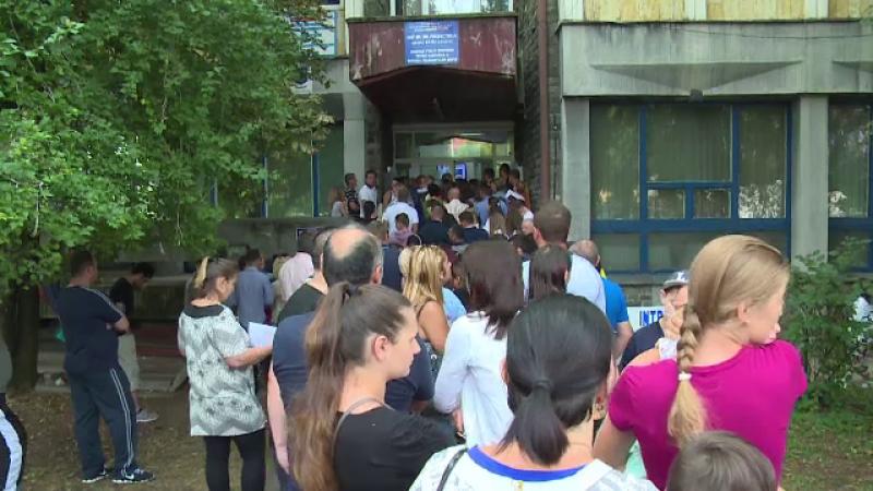 Cozi uriașe la Pașapoarte. Statul român continuă să își umilească cetățenii