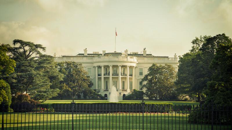 Fostul şef de comunicare a lui Trump acuză un complot la Casa Albă. \