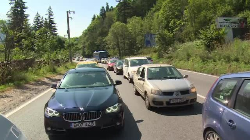 Turiștii care s-au dus la munte cu trenul au ajuns mai repede decât cei cu mașinile