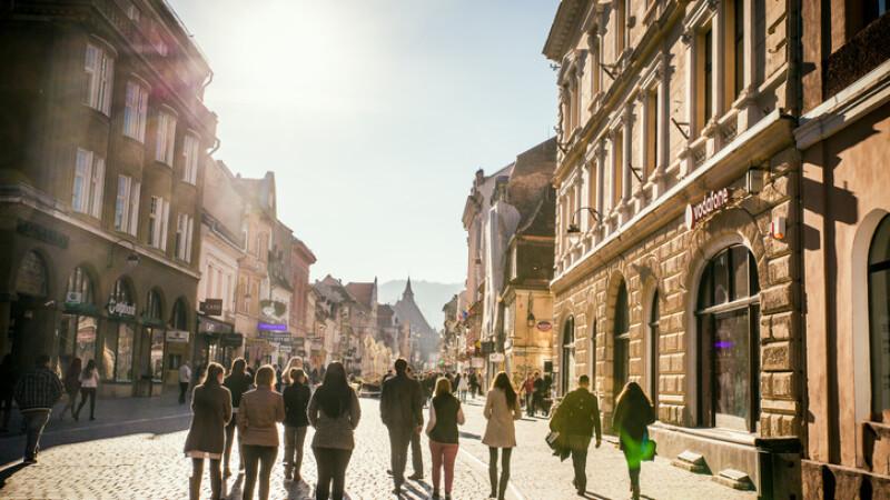 Turişti în Braşov