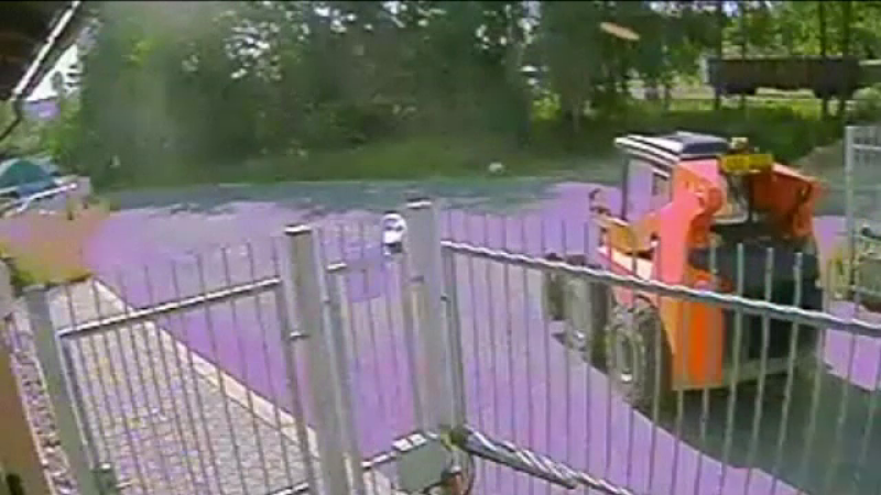 copil buldozer
