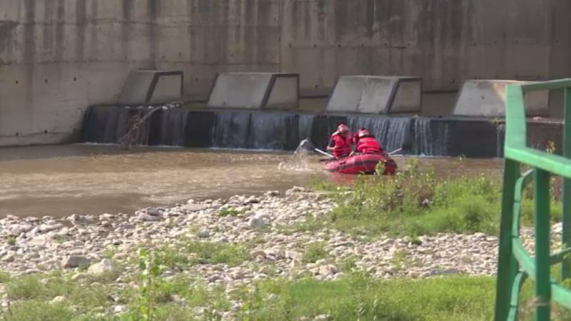 Moarte suspectă la Târgu Jiu. Cadavrul unul bărbat, găsit plutind în zona unui baraj