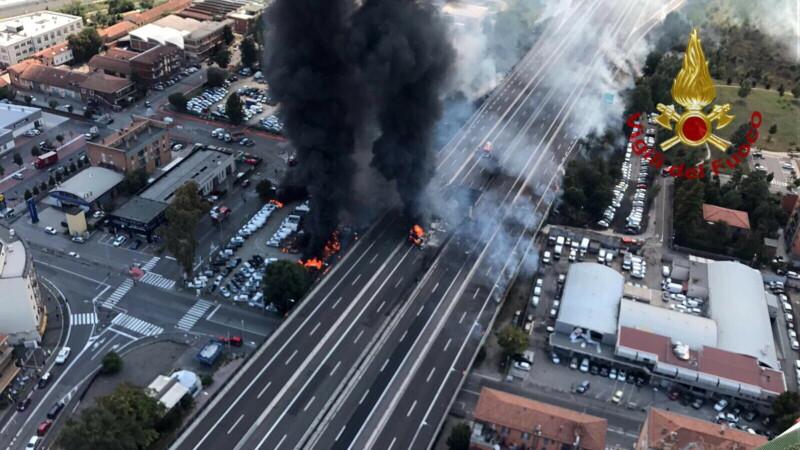 Traficul de pe autostrada din Italia, reluat parțial la o zi de la explozia cisternei