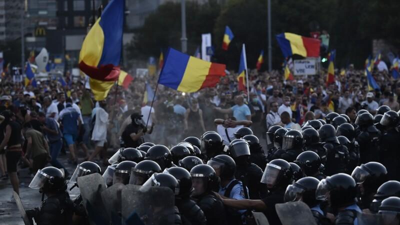 Incidente intre jandarmi si participanti la protestul din Piata Victoriei din Capitala