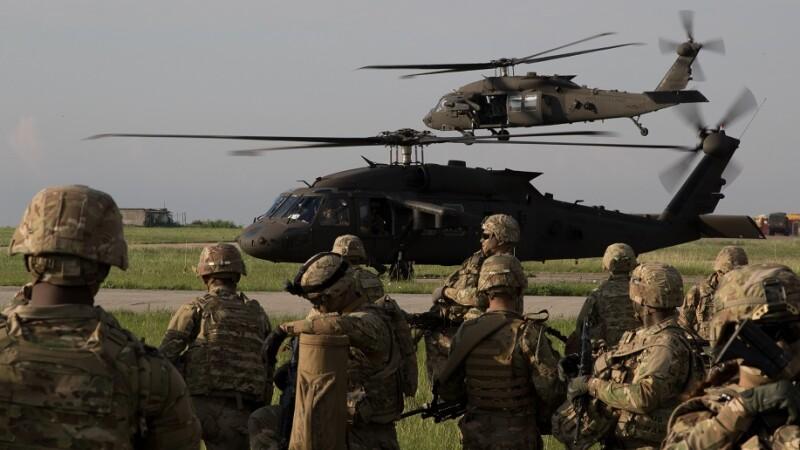 soldati americani care se antreneaza in Romania