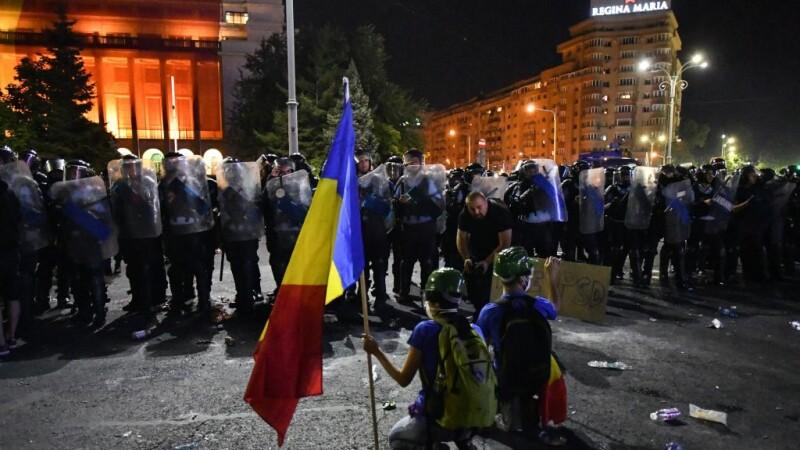 proteste piata victoriei - jandarmi