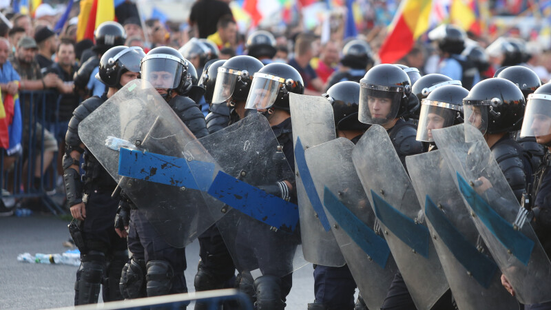 Jandarmi, proteste, Piata Victoriei