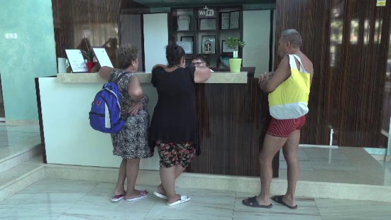 """Hotelierii, exasperați de turiștii care vin cu tichete: """"Frigiderul geme şi e legat cu sfoară"""""""
