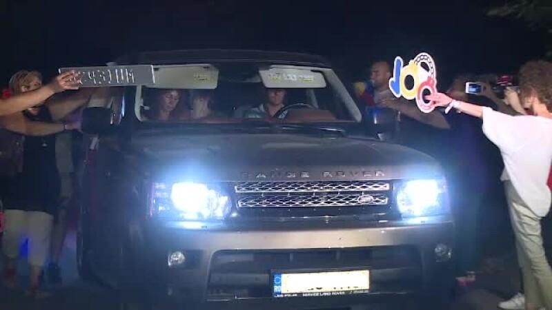 Oaspeţi întâmpinaţi cu huiduieli de protestatari, la nunta fiului lui Dragnea