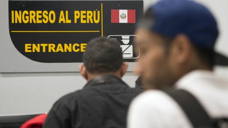 """Politicienii critică pozele cu oamenii care stau la coadă să fugă din Venezuela: """"Campanie împotriva țării"""""""