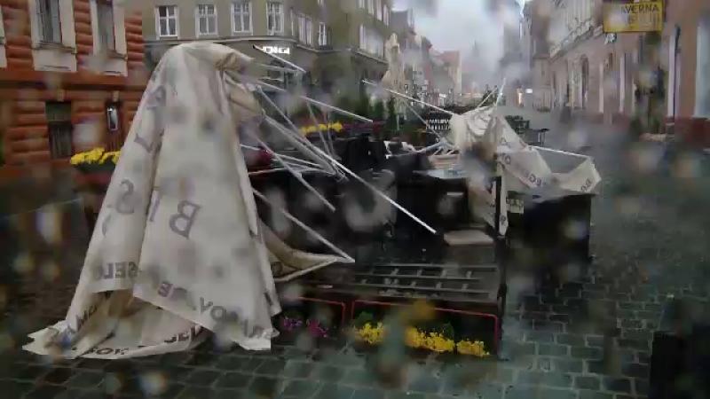 Dezastrul lăsat în urmă de furtunile violente. Pagube provocate în mai multe județe