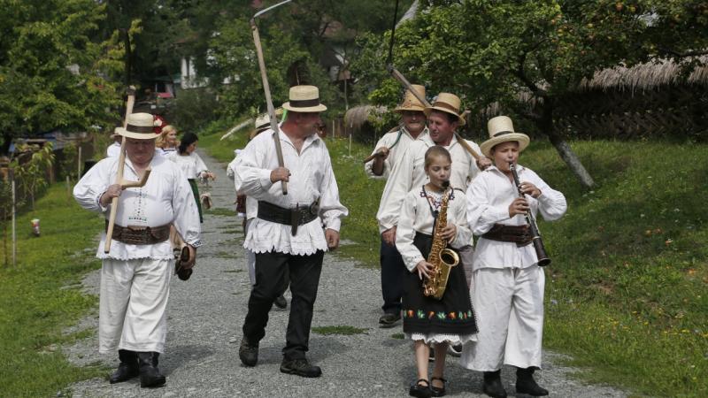 Claca, obiceiul străvechi care atrage mii de turiști în Maramureș