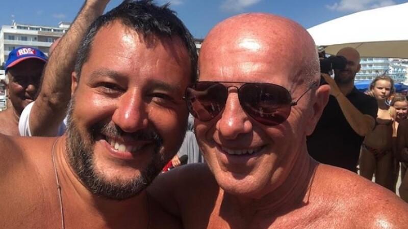 Ministrul italian de Interne, fără tricou, alături de animatoare pe plajă. FOTO