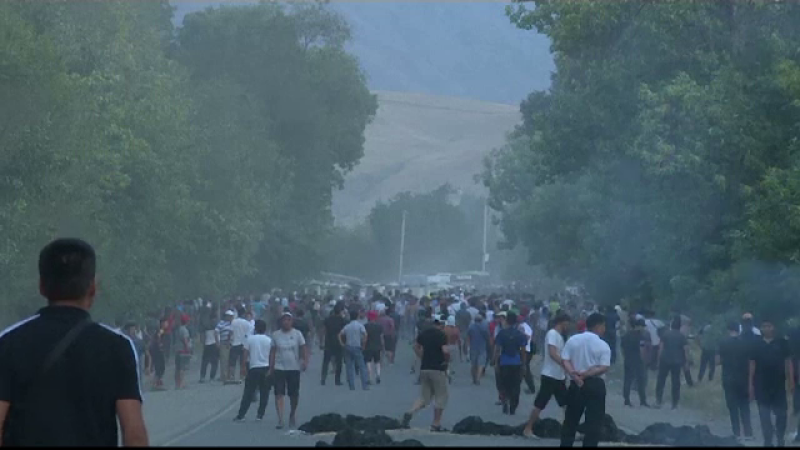 Bătaie între forțele speciale și susținători în timpul arestării fostului lider din Kîrgîzstan