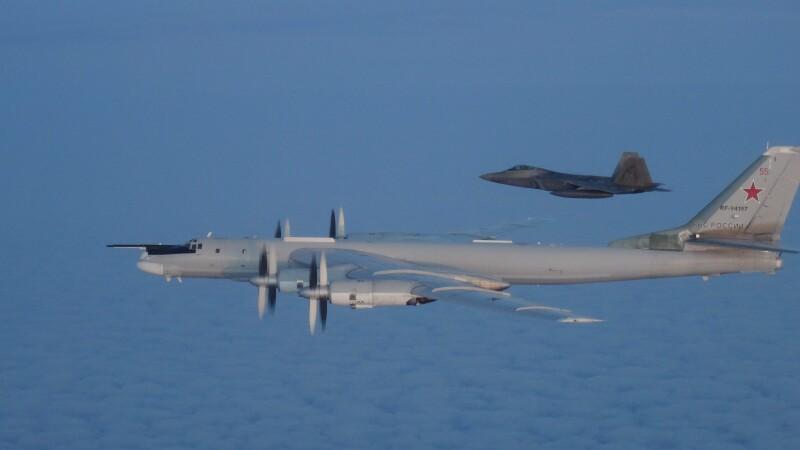 Avioane militare americane şi canadiene au interceptat două bombardiere ruseşti - 1