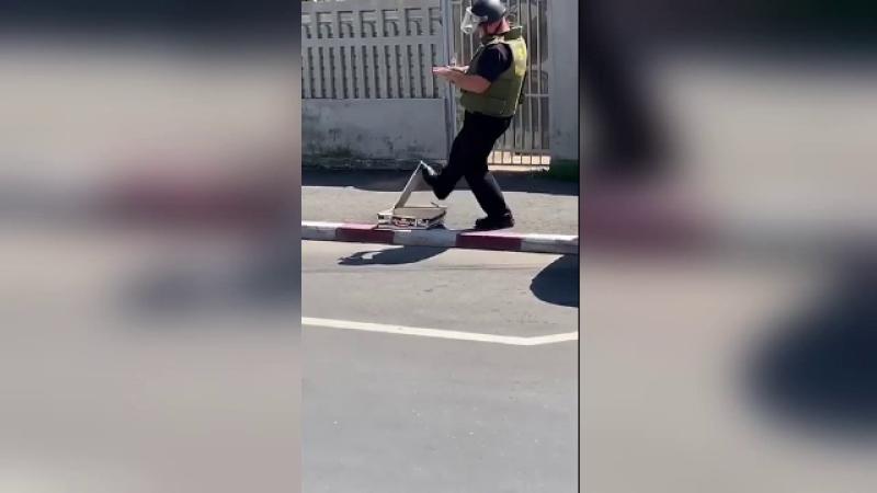 Valiză suspectă, pe o stradă din Târgovişte. Ce au găsit experiţii SRI în ea