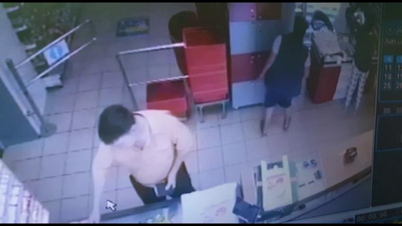 Cum a reușit o femeie din Pitești să lase fără bani vânzătoarele din două magazine