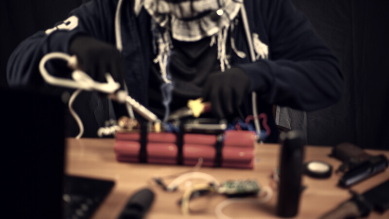 Un site care oferea instrucțiuni pentru fabricarea de bombe şi droguri a fost închis