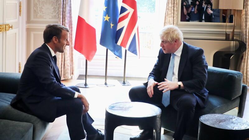 Boris Johnson, cu piciorul pe masă, în timpul vizitei la Palatul Elysee - 3