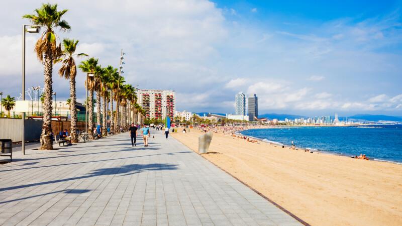 O plajă plină cu turiști, evacuată. O bombă a fost descoperită în mare