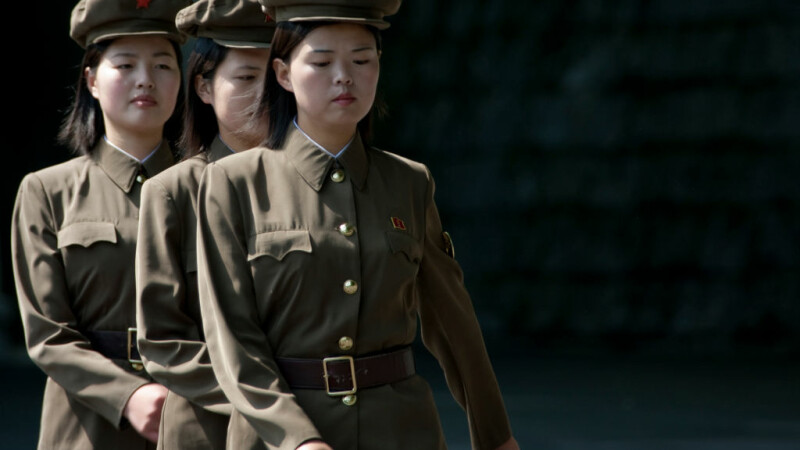 tinere in armata nord-coreeana