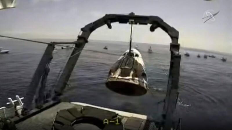 Capsula Crew Dragon a SpaceX a revenit pe Terra, după ce s-a detaşat de Staţia Spaţială Internaţională